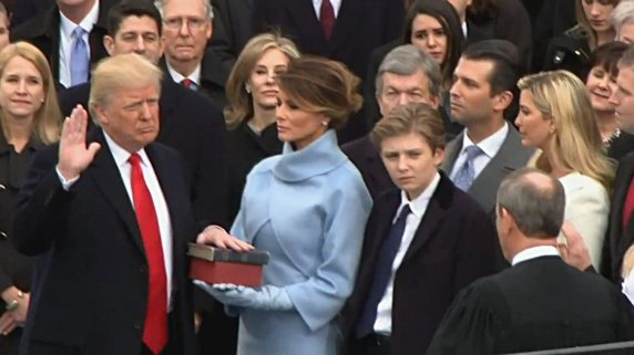 trump_sworn_45th_president_2017